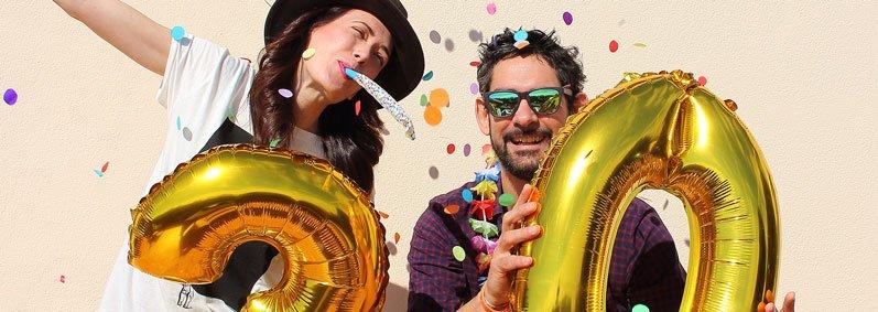 Photo prise par une Selfie Box de deux personnes fêtant un anniversaire